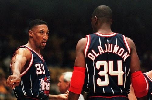 حکیم اولاجوان برترین سنتر تاریخ NBA